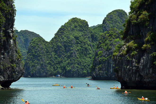 7 DAYS VIETNAM CYCLE TOURS FROM CUC PHUONG TO CAT BA NATIONAL PARKS